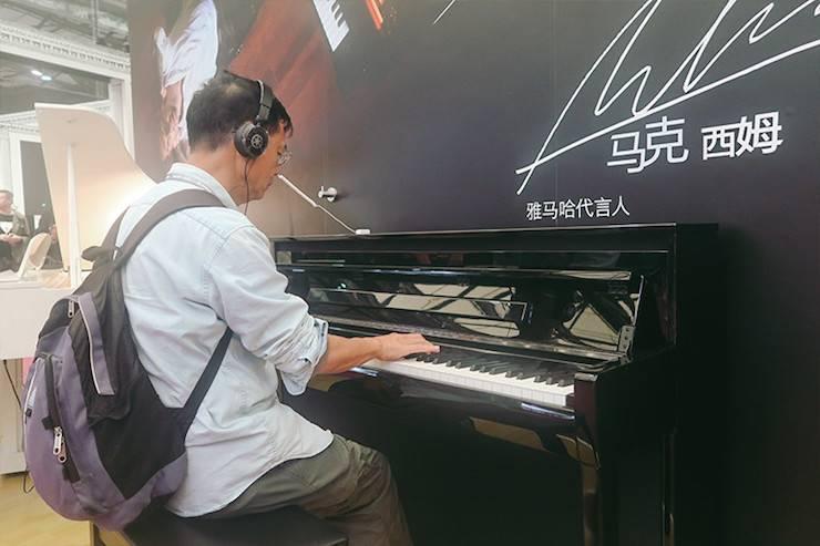 雅马哈电子键盘乐器 钢琴展示区