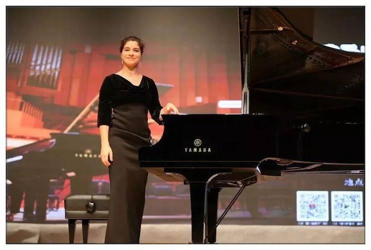 英娜·法利克斯钢琴独奏